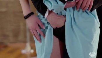Jovencito se folla a la masajista maciza de su novia