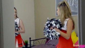 Madura con culazo graba un vídeo para su amante