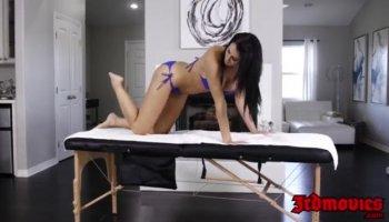 Alumno se folla a la puta de su directora en su despacho